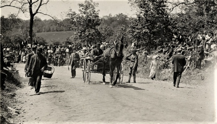 Easton 1909 hill climb peddler