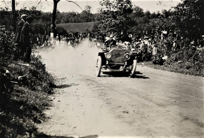 Easton 1909 lorimar chamlmers detroit on hill