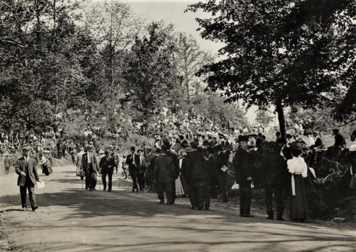 Easton HSE 1909 Spectators on Sport Hill