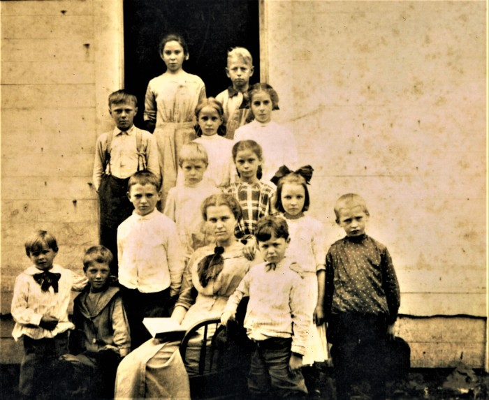 Easton HSE S68 1914 Center School Liilian Andrews